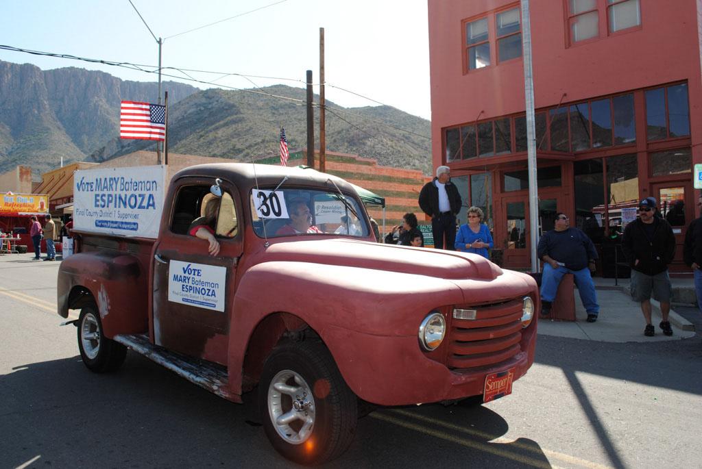 apache leap festival parade 087