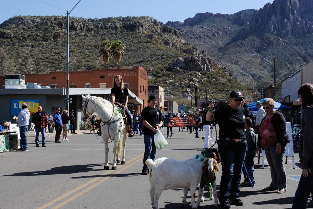 apache leap festival parade 088