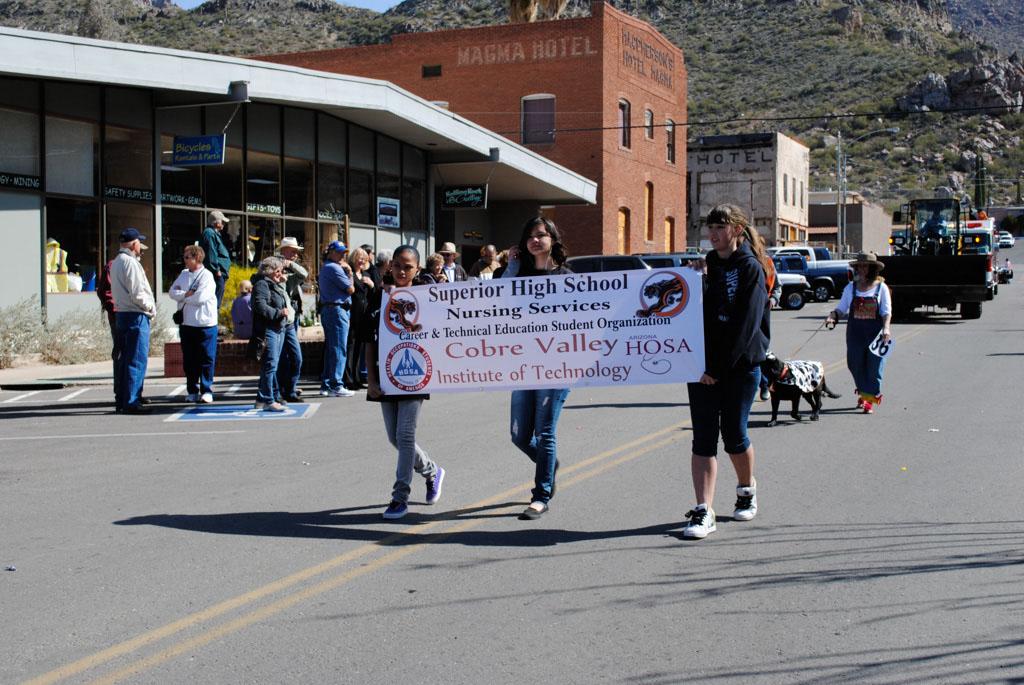 apache leap festival parade 094