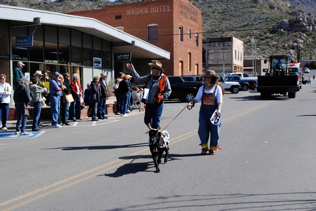 apache leap festival parade 095