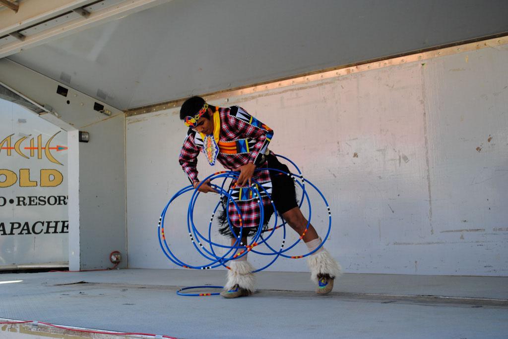 apche leap fest Yellow Bird Native American Dancers 004