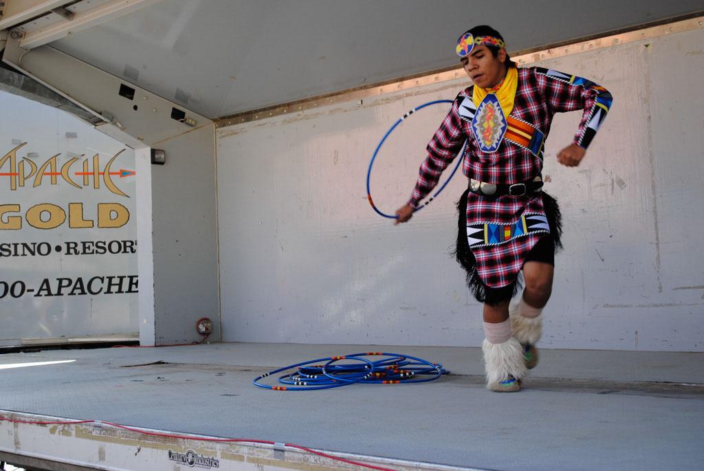 apche leap fest Yellow Bird Native American Dancers 005