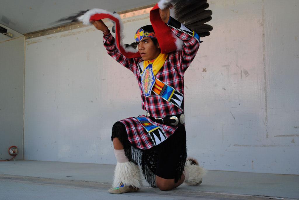 apche leap fest Yellow Bird Native American Dancers 008