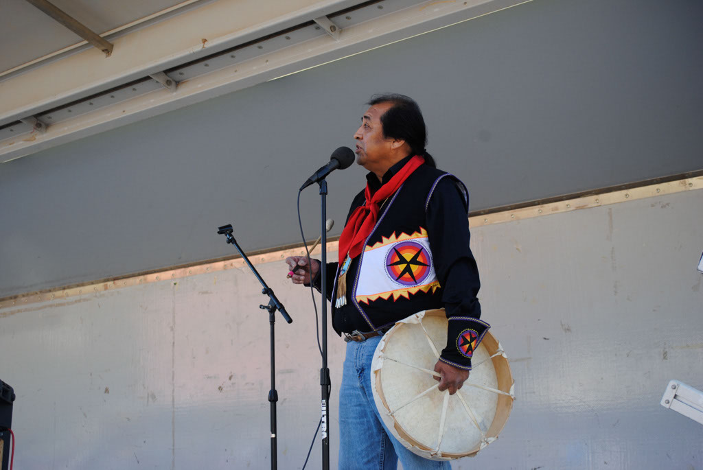 apche leap fest Yellow Bird Native American Dancers 010