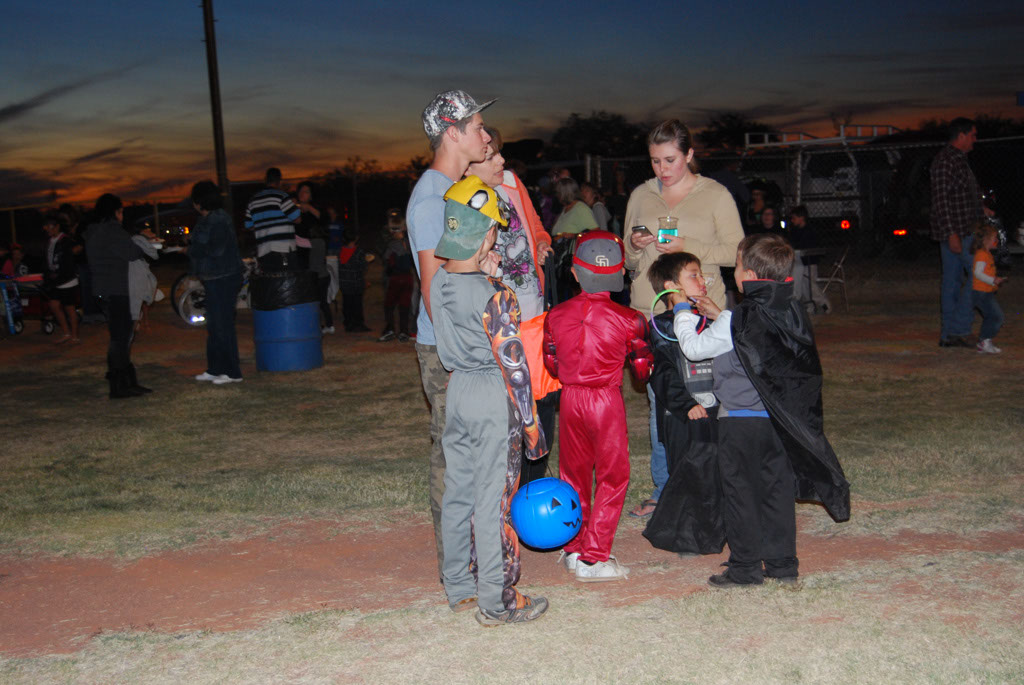 Tri-Community Halloween20111028_201