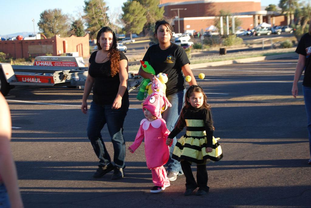 Tri-Community Halloween20111031_074