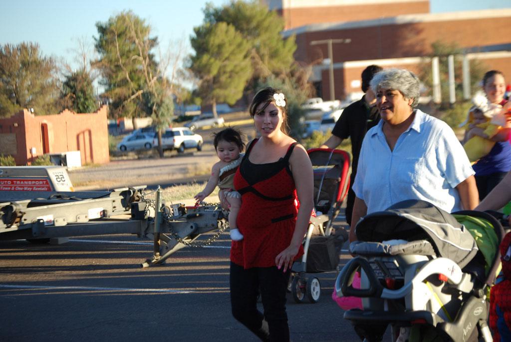 Tri-Community Halloween20111031_080