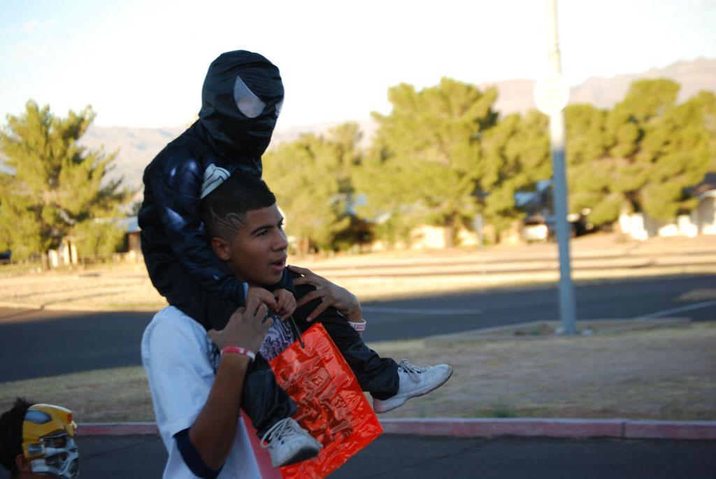 Tri-Community Halloween20111031_112