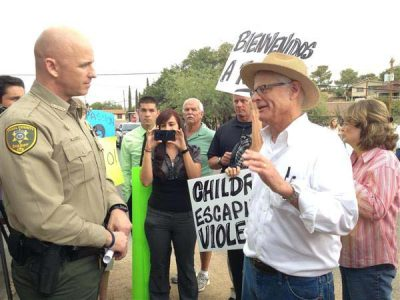 Pinal County Sheriff Paul Babeu, left, with Frank Pierson of Oracle Have a Heart.