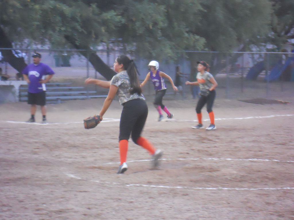 Girls-Fastpitch-Softball_094