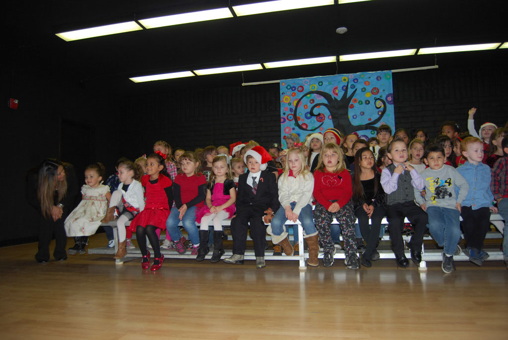 Oracle Ridge Pre-School Kindergarten Students Perform at Mt. Vista_004
