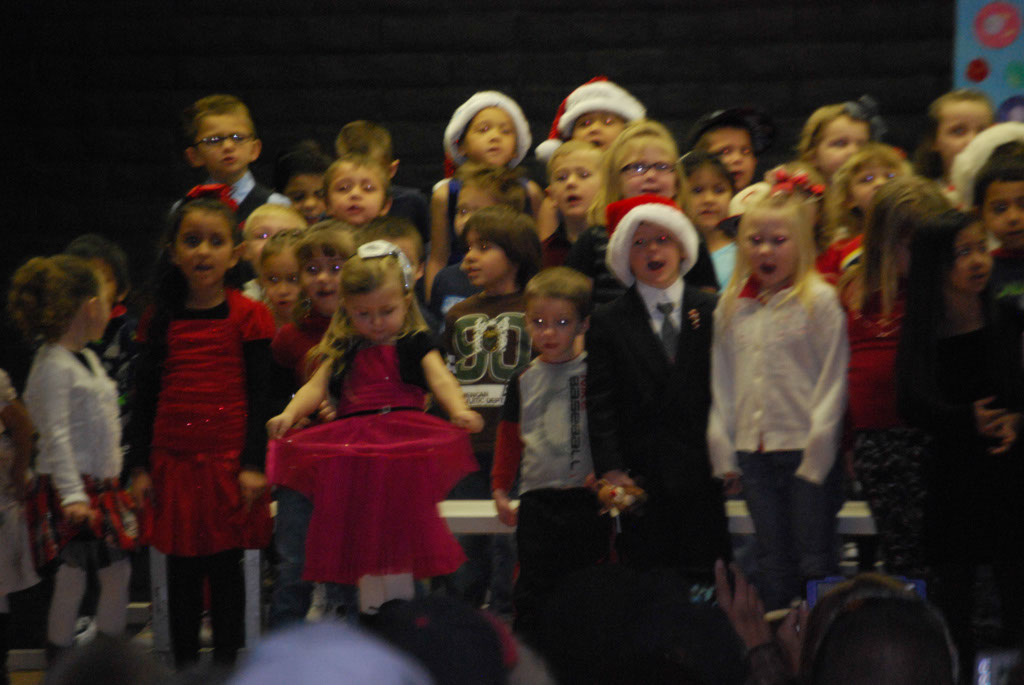 Oracle Ridge Pre-School Kindergarten Students Perform at Mt. Vista_016