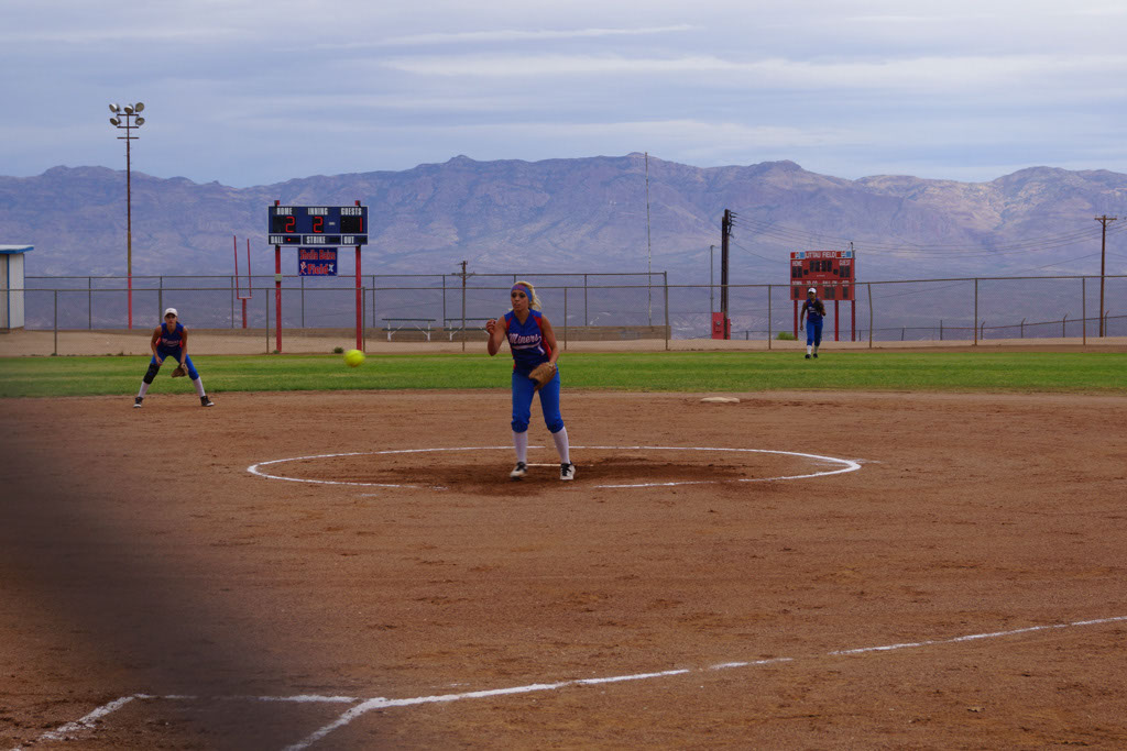 Superior_vs_San_Manuel_Softball_2014_001