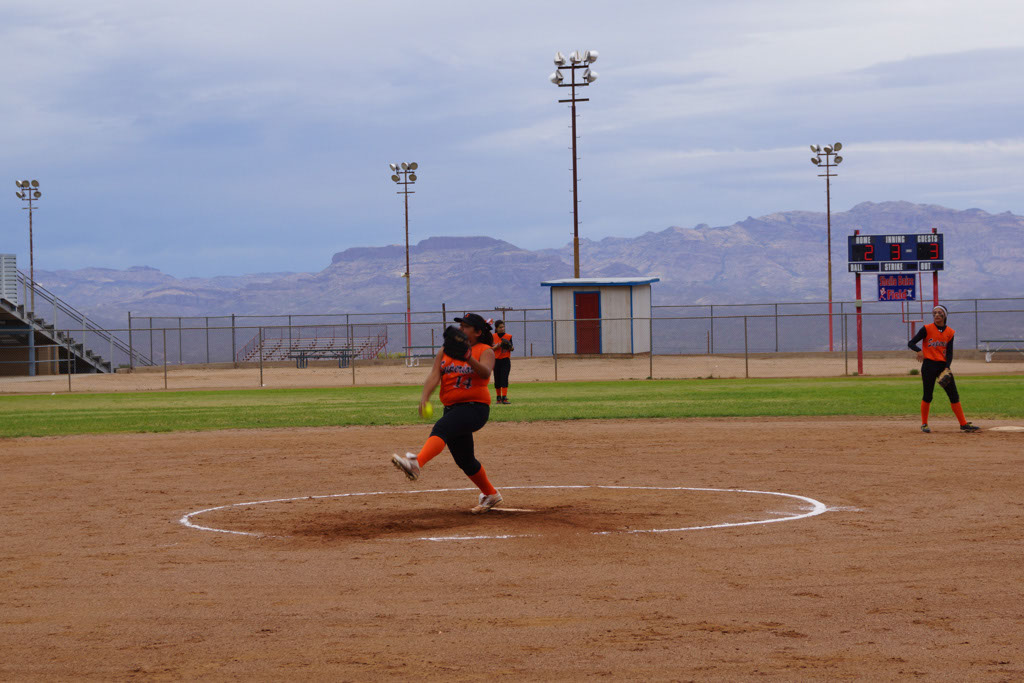 Superior_vs_San_Manuel_Softball_2014_018